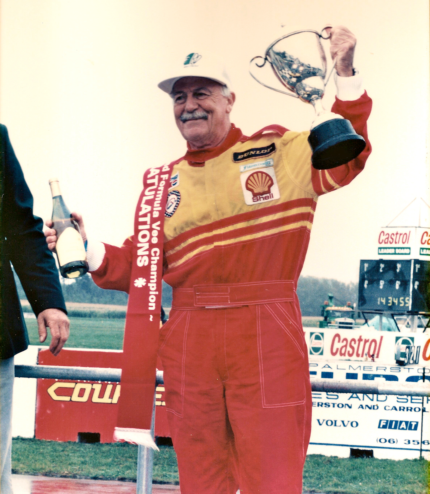 Rob Lester winning the 1995 NZ Formula Vee Championship