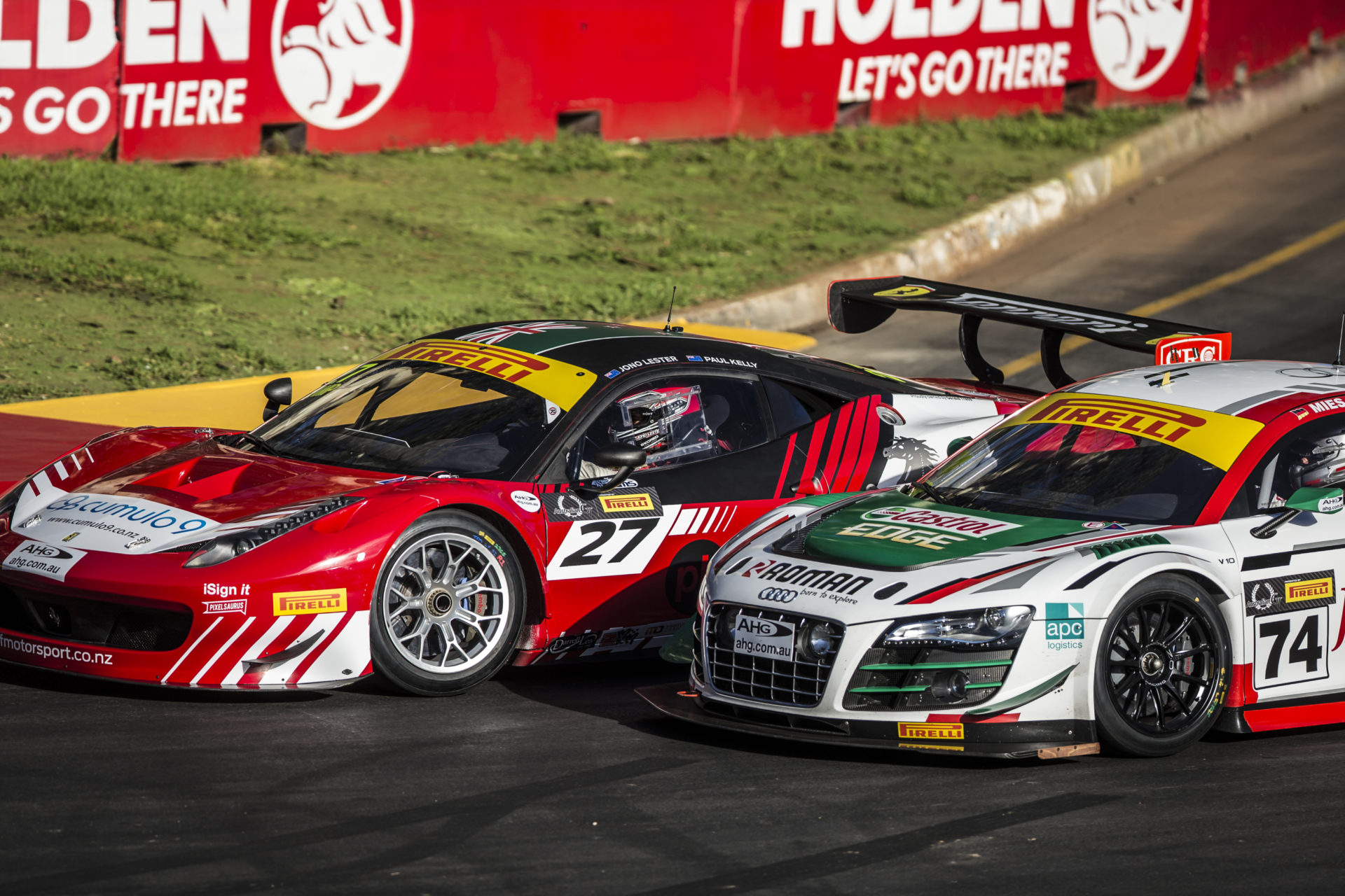 Jono Lester and Chris Mies battle at the Clipsal 500 2015