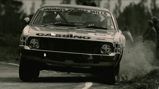 Rob Lester racing a Valiant Charger