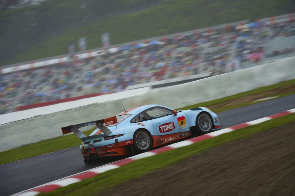 Gulf Racing Porsche in Super GT