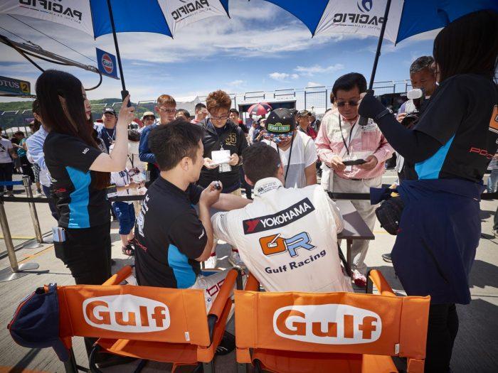 Autographs for SUPER GT Fans