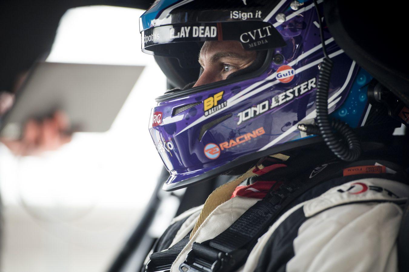 Jono Lester prepares for a race