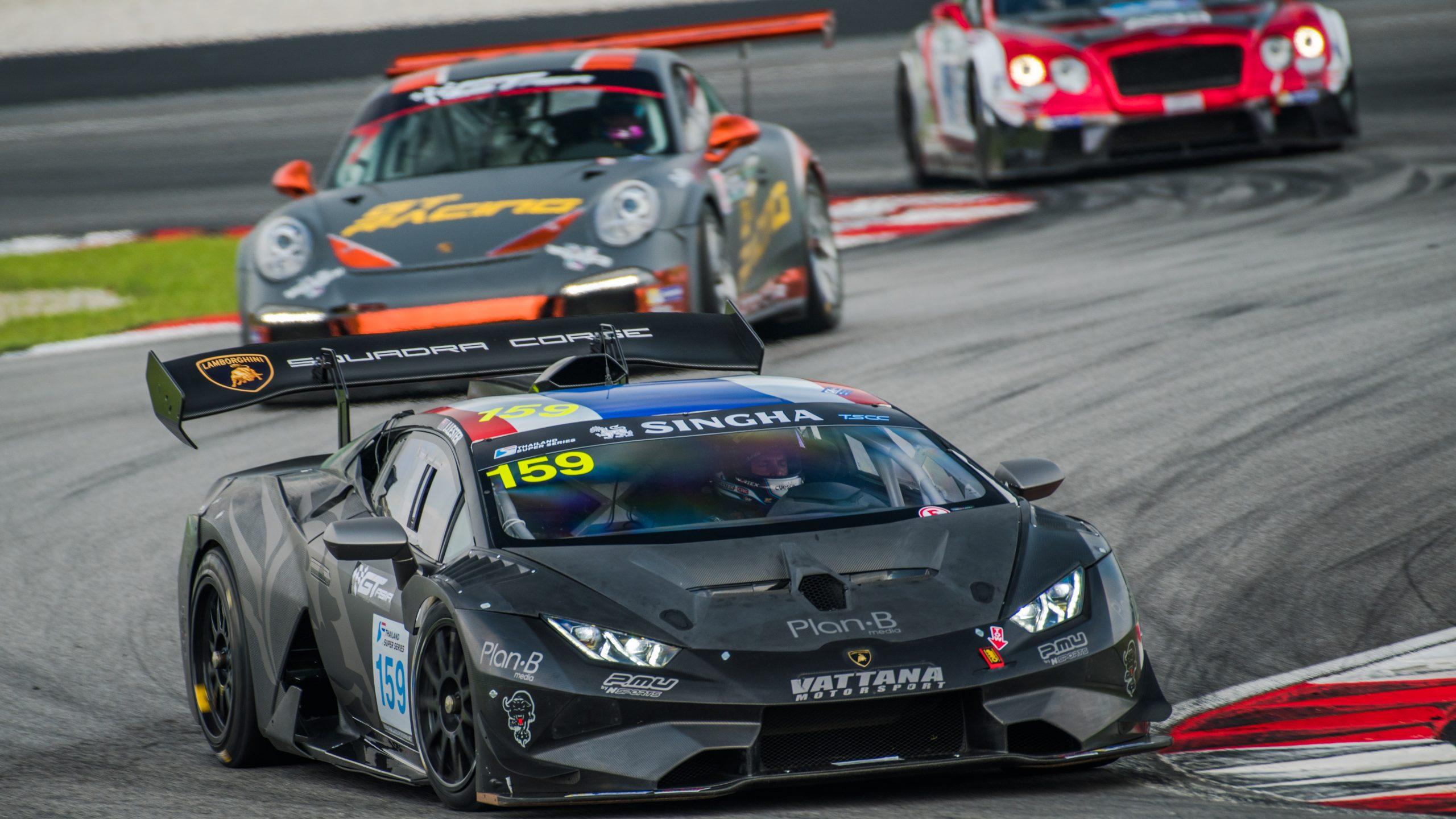 Jono Lester on track in the Lamborghini