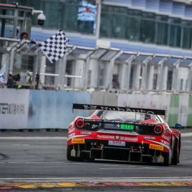 Jono Lester wins in the HubAuto Ferrari 488